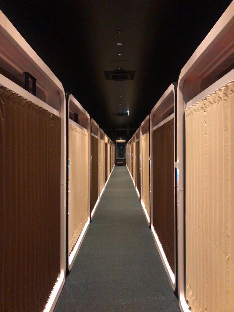 ニセコに面白いカプセルホテル誕生。見どころいっぱいのファーストキャビンニセコに泊まってきました。